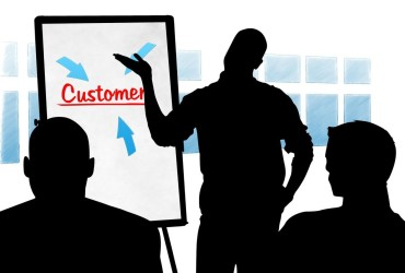 8 Ways To Refresh Your Support Teams' Customer Service Training